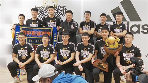 HBL/克服壓力逆轉勝!泰山高中首奪冠 教練攜球員暢聊心路歷程