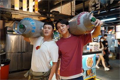 黃文星跟郭忠祐加入八點檔《黃金歲月》  演出夜市擺攤人受封「夜市雙帥」