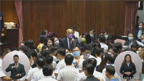 快新聞/藍營3度杯葛蘇貞昌施政報告 民進黨痛批:根本就是「亂鬥藍」!