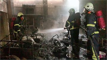 快新聞/7部郵務機車被燒毀! 三義郵局停車棚不明原因起火 初步排除人為縱火