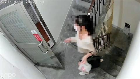 年輕女回家遭尾隨!進樓梯間被害女險關門躲過