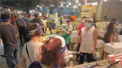 無視 「雙罩一套」 基隆崁仔頂漁市14人不戴口罩被開罰