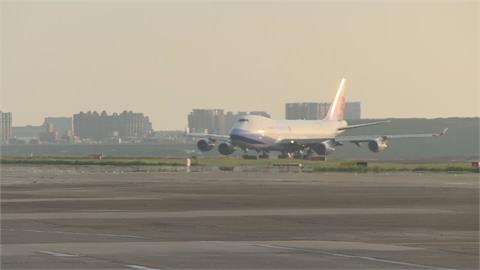 快新聞/台日友好  先給台灣!10座負壓隔離艙18:04降落了