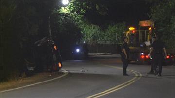 開車夜遊觀音山自撞遭電桿「夾殺」女子困車內慘死