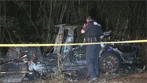 特斯拉撞樹起火 車上2人死亡 駕駛座沒人 疑似自動駕駛釀禍