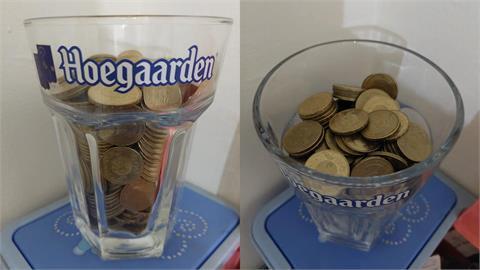 他自豪秀玻璃杯內「滿滿50元」內行揭恐怖疑慮:小心1秒歸零!