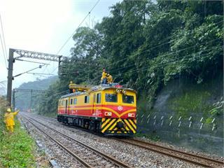 快新聞/台鐵瑞芳=猴硐「電力設備故障」緊急搶修 明午前恢復雙線通行