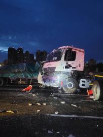 快新聞/國1南下新竹段4車追撞 1死4受傷送醫
