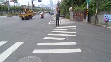 S型斑馬線怎麼走?民眾過馬路直呼危險