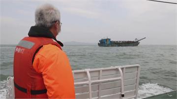 中國採砂船大舉越線到馬祖採砂 引外媒關注 路透跟海巡署巡邏報導