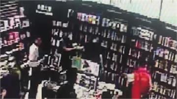 男偷拍鏡頭裝鞋上 誠品書店偷拍遭活逮