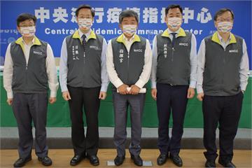 快新聞/雙十國慶即將登場 「防疫五月天」戴「國慶口罩」亮相