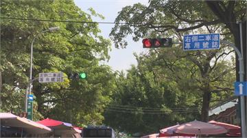 台中車站前路口號誌不同步!左右車道看不同燈 駕駛霧煞煞