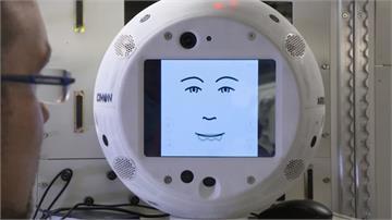 執行任務兼陪聊天 太空輔助機器人問世