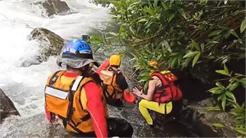 女兒拍照不慎墜雙溪溪谷 父為救女反遭水沖走