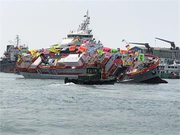 快新聞/新船剛下水就「傾斜翻覆」 ! 高雄三陽造船廠現場人員驚呼
