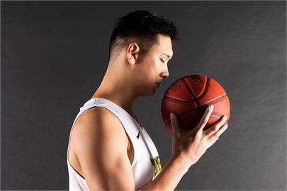 籃球黃金世代 田壘首位宣布季後退休