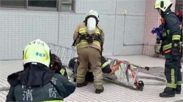 攀爬訓練梯子突滑落 消防從3m高重摔在地