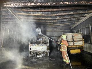快新聞/澎湖馬公資源回收場車棚起火4車遭燒毀 警消釐清是否人為縱火