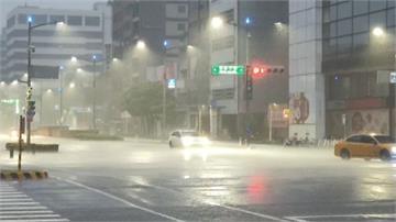 快新聞/雨彈12縣市! 高雄市雨量達「大豪雨」等級