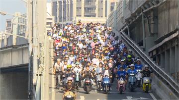 3500台電動機車快閃台北橋!共享機車加入象徵產業轉型