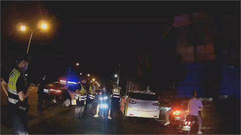 苗栗警台61攔查違規汽機車 後方60多輛車見狀急調頭離開