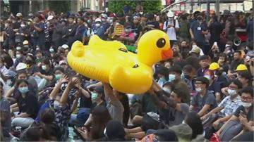 泰國續抗議 充氣黃色小鴨成吉祥物