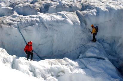 格陵蘭冰層頂峰首度下雨 暖化警訊再現