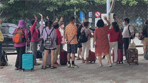 颱風亂出遊!業者國慶加開船班接回綠島遊客