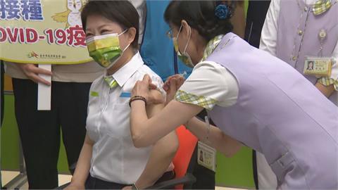 快新聞/「比我想像的好!」 盧秀燕完成AZ疫苗接種:我們應該相信國家