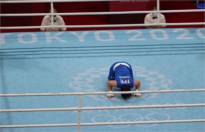 東奧/有洋蔥!「拳擊女王」陳念琴8強止步 跪地親吻擂台告別東京奧運