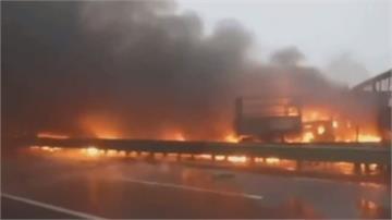 中國包茂高速陝西路段43車連環撞 至少3死6傷