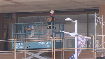 裝修趕工 誠品生活南西館兩工人墜階跌傷