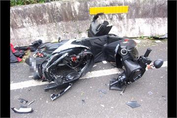 騎士過彎自摔 下一秒遭超跑撞飛不治