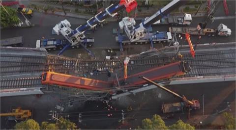 墨西哥捷運高架瞬間崩塌 24死79傷