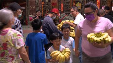 買香蕉挺蕉農 宮廟買3千公斤贈信徒