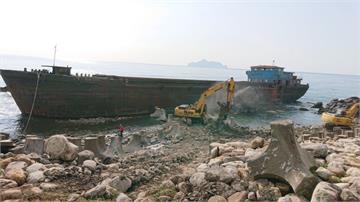 快新聞/擱淺8個多月… 宜蘭大溪漁港「幽靈船」拆了