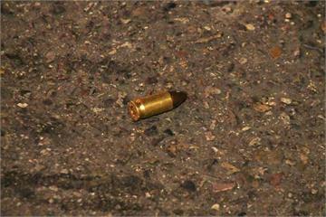 酒店外酒客鬥毆 記者採訪竟踩到子彈