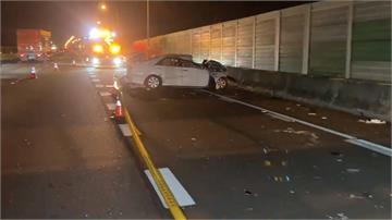 轎車打滑失控撞國道護欄翻車 乘客遭拋飛亡