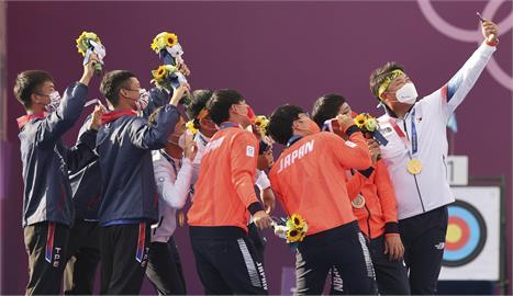 東奧/「金銀銅」射箭男團史詩級自拍!台日韓友好正面照曝光超溫馨