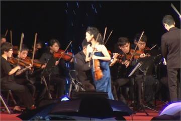 國慶音樂會淋雨表演 首席小提琴家氣到離席