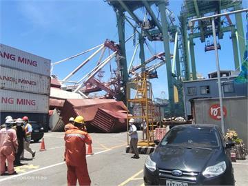 現場畫面曝光!高雄港碼頭起重機崩塌 1人輕傷送醫