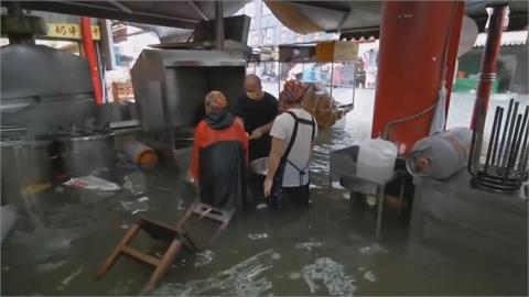 豪雨狂炸嘉義新港! 奉天宮知名鴨肉羹水淹大腿