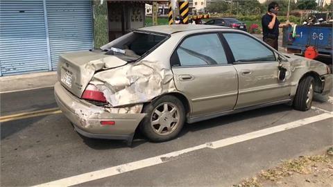 疑路不熟 轎車闖平交道擦撞區間車 命大!車上母女幸毫髮受傷