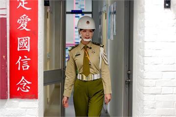 上圍撐繃制服被封「最美女憲兵」!泱泱曝受訓心得:能跟孫子炫耀了