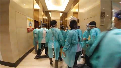 惡劣!撕床單、垃圾滿地48名詐騙犯被驅逐回台 大鬧防疫旅館