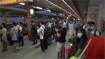 彰化火車站自強號出軌 延誤上萬旅客行程