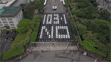 UBER不滿修法影響生計 萬名司機凱道排字抗議