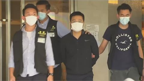 港警國安處逾百警再搜蘋果日報大樓 5高層涉違國安法被捕