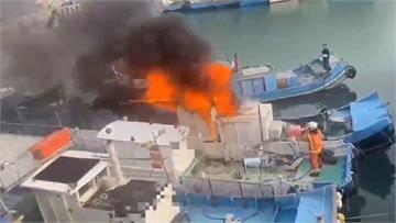 快新聞/桃市永安漁港船隻竄火舌 海巡、消防聯手搶救